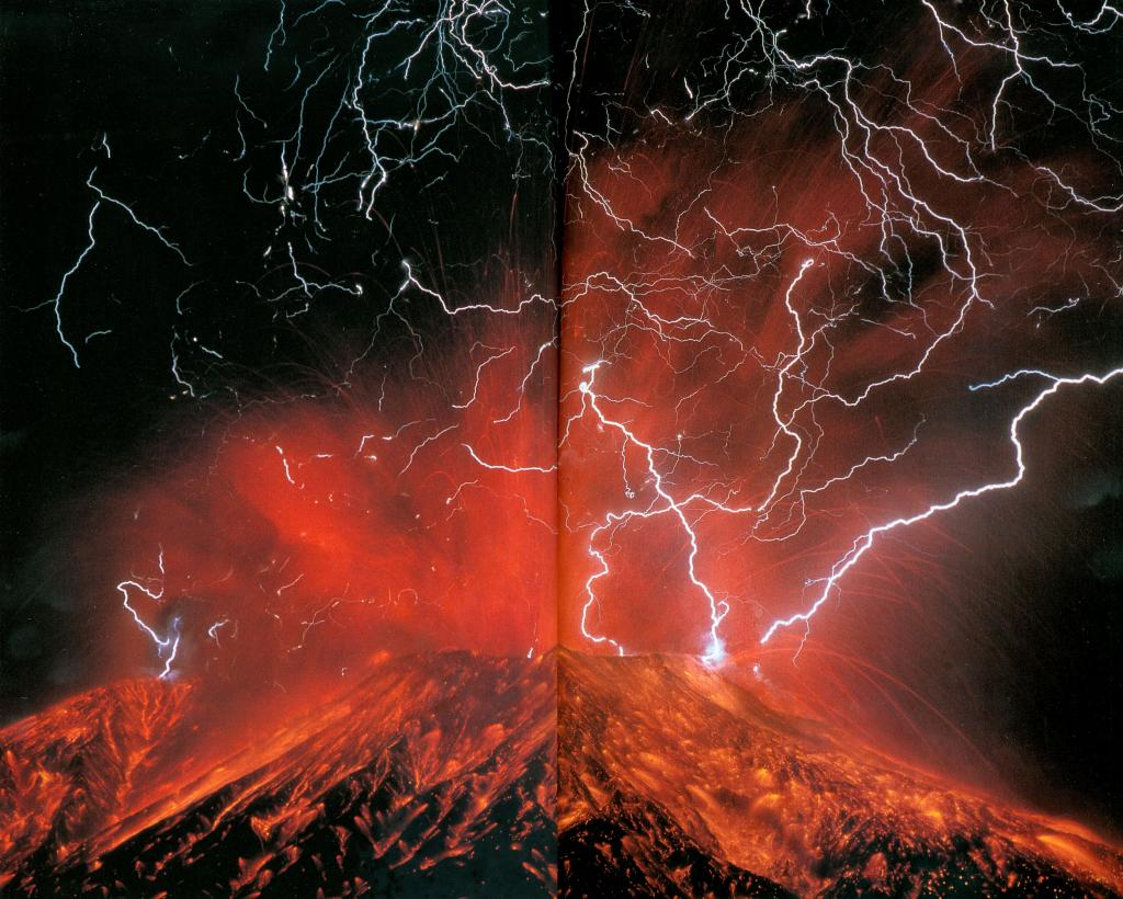 Lightning occurring in volcano's pyroclastic cloud