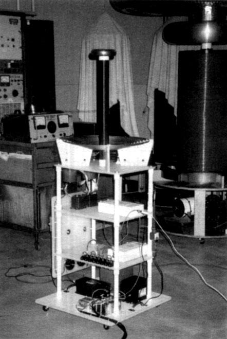 Photo of Louis Balint's level-shifted Tesla coil.